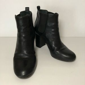 TORY BURCH Black pull on Booties